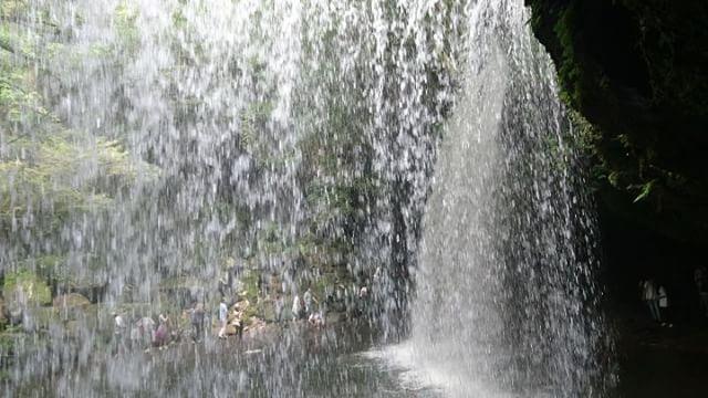 滝の裏側からの落水音#ツーリング